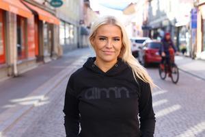 Efter år av skador är Emma Holm redo för en nystart i Sundsvalls IBF och Allsvenskan. Hon drömmer om att en dag spela i SLL.