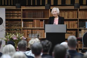 Överlevande och outtröttlig i sitt arbete mot nazism. Här talar Hédi Fried vid Riksarkivets 400-årsjubileum. Foto: Pontus Lundahl/TT
