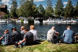 Spaning mot vattnet och båtarna.