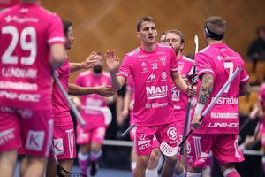 Emil Johansson (22) gjorde två av IBF Faluns mål när laget slog Helsingborg på bortaplan med 4–1. De övriga två stod backkollegan Rasmus Enström (7) för. Foto: Per Wiklund/Svensk innebandy