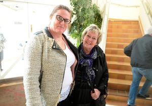 Ingela Lundqvist och Eva Molin såg fram emot kvällen.