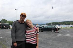 Oskar och Johanna Elvinsson hittade på en massa aktiviteter även fast det regnade. På schemat stod baka, snickra nattduksbord, laga mat och gå på loppis. Vädret var ingenting som hindrade dem från att vara aktiva.