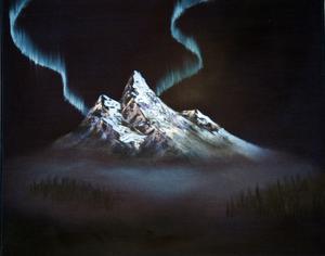 Bergskedja på natten av Elin Forsberg.