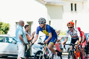 Emilia Fahlin i Amstel Gold race för några veckor sedan – där hon var på väg mot en pallplats när växelsystemet havererade och bakhjulet låste sig. En av alla nära-succéer den här våren. Foto: Thomas Maheux