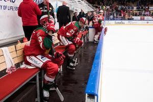 Depp på Moras bänk efter förlusten mot Rögle. Foto: Daniel Eriksson/Bildbyrån
