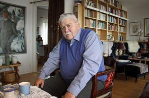 I 20 års tid var Claes-Bertil Ytterberg biskop i Västerås stift. Nu har Pelle Söderbäck skrivit en biografi om arbetargrabben från Surahammar som blev hela stiftets själasörjare.