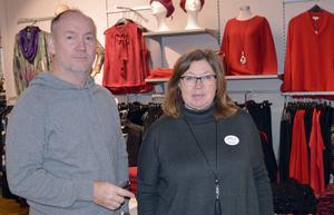 Kenneth och Monika Eriksson på Mode-Eva menar att ingen gynnas av tillfälliga erbjudanden, men att kunderna förväntar sig erbjudanden på Black Friday.