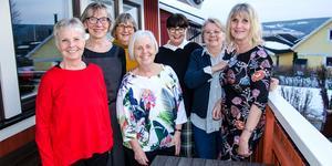 Fr.v Eva Ovemar, Birgitta Dehlin, Elisabeth Ulfström-Persson, Eva Johansson, Karin Lundmark, Karin Sandström-Rytte och Ingegärd Norberg har varit vänner i 32 år.