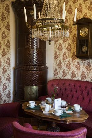 Stora Fabriken med sin gamla fina miljö är som gjord för mysigt afternoon tea, tycker Grycksbo Gille.