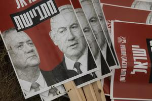 De forna fienderna Benjamin Netanyahu och Benny Gantz leder Israels nya samlingsregering.