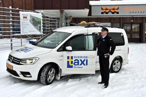 På Örntaxi arbetar chauffören Christer Söderström, trevligast i landet i genren.