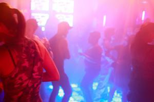 Dansgolvet på en krog i Borlänge blev till brottsplats när en krogbesökare från Falu kommun slog en annan man i ansiktet med ett knytnävsslag. Nu döms krogbesökaren för misshandel. OBS: Bilden är tagen i ett annat sammanhang, på en helt annan krog.    Foto: Brennan Linsley/TT