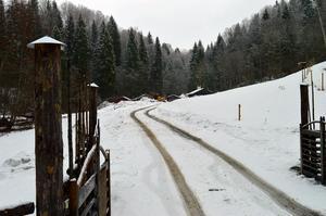 Vädret gjorde det svårt att förutse hur lång tid ombyggnationen av fäboden i Säterdalen skulle ta.