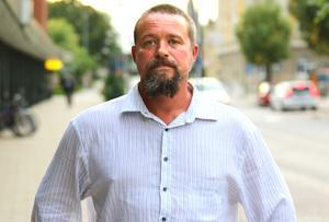 Jimmy Olsson (SD) är väldigt upprörd över uppgifterna om hur Lena Fagerlund sägs ha agerat.