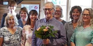 Hedekören tackade Håkan Håkansson som arbetat 46 år som kantor och körledare. Foto:Siw Fladvad.
