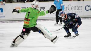 Patrik Nilsson var svindlande nära fler mål – här i ett friläge där han lägger bollen precis utanför bortre stolpen.