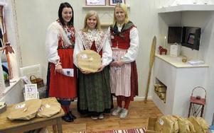 UF-mässa, Felicia Solin, Natalie Beronius och Michaela Wallin, Älvdalen, bakar bröd och säljer i sitt UF-företag.