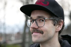 Pierre Mörck trivs med mustasch men tycker att det räcker en månad om året.