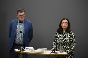 Regeringens utredare Jörgen Tholin och utbildningsminister Anna Ekström (S) presenterade betygsutredningen nyligen. Vad som behövs är dock ett annat sätt att bedöma kunskaper än dagens, skriver debattörerna.