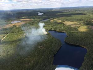 Bild över området där en brand uppstod på eftermiddagen. Bilden är tagen från brandflyget.