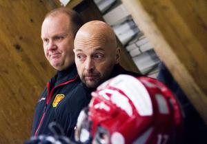 Thomas Simonsson och Juha Lögdal, tränare i Ånge IK.
