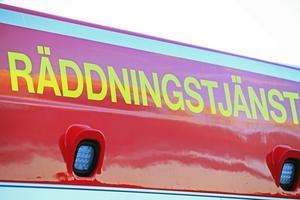 Den boende släckte branden själv men räddningstjänsten var på plats för att kolla om elden hade spridit sig upp till fläkten.