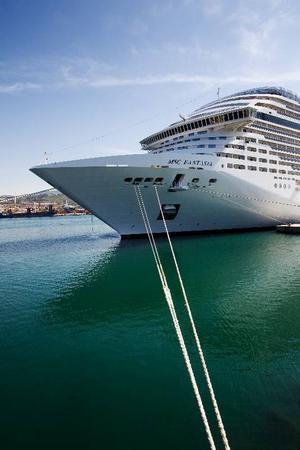Just nu är MSC Fantasia med sina 17 däck det största kryssningsfartyget som byggts av ett europeiskt rederi.