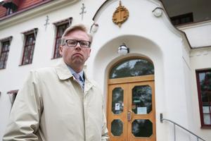 Den morddömde reagerade med förskräckelse när han dömdes för mordet på sin sambo av tingsrätten, enligt försvarsadvokat Per Wiesel. Nu hoppas mannen kunna frias från brott i hovrätten.