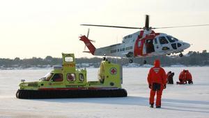 Sjöräddningssällskapet i en samverkansövning med sjöräddningshelikopter. Foto: Sjöräddningssällskapet
