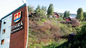 Pinsamt och patetiskt kallar skribenten Timrå kommuns informationsblad om avverkningen i bäckravinen.