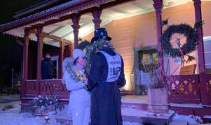 """Stämningsfullt vid prostgården när Elisabeth och Micke sa """"ja"""" till varandra.  Foto: Privat"""