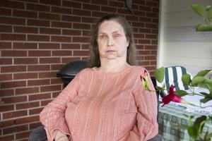 Jeanette är beroende av taxibuss för att ha ett fungerande socialt liv. Efter höjningen av färdtjänsttaxan har livet förändrats drastiskt.
