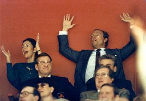 Drottning Silvia och kung Carl XVI var några av alla som satt på läktaren och jublade under 1989 års VM-turnering. Foto: Jan Collsiöö/TT
