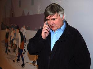 Mora IK:s klubbdirektör Jan Simons är irriterad över hur Leksands IF hanterats i licensnämnden.