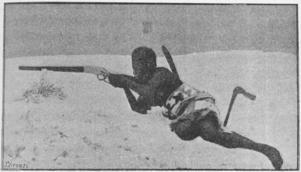 En dahomeysk amason beväpnad med ett amerikanskt Winchestergevär. Ur Frédéric Schelameurs