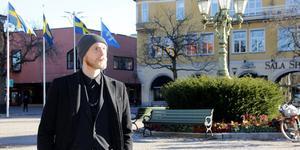 """Den 26 september tog Rasmus """"Elric"""" Härbre färjan till Rostock för att påbörja sin 126 mil långa vandring mot Paris. Nu är han tillbaka i Sala efter äventyren i de tyska skogarna, och vill börja smida klingvapen."""