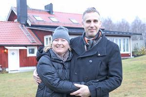 Nu hoppas Katarina och Gad Regius på att samhällsmasten som byggs i Rockesholm ska kunna ge dem en fungerande uppkoppling i huset i Skärhyttan.