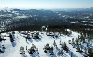 Idag invigs Idre Himmelfjäll med gröna, blå och röda backar. Den brantaste har en fallhöjd på 323 meter och den längsta backen är hela 3,2 kilometer lång.