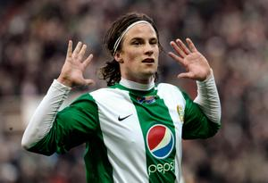 2010 dominerade Hallenius i Hammarby och blev sedan såld till Genoa i Serie A. På bilden har han precis gjort 2–0 mot sin gamla klubb GIF Sundsvall. Bild: Janerik Henriksson/TT