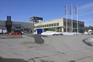 Nya restaurangen ligger på industriområdet i Nacksta. I byggnaden till höger öppnar Bilbiten i september.