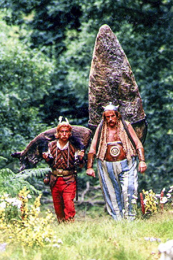 Likt Asterix och Obelix, som håller stånd mot romarna i Gallien, kämpar flera av Härjedalens församlingar för att slippa ett pastorat. Här är det de franska skådisarna Christian Clavier och Gerard Depardieu, från filmen Asterix och Obelix möter Julius Ceasar. Frågan är om församlingarna har tillgång till samma trolldryck som Asterix?