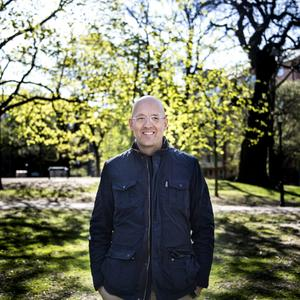 Johan Kling är vid sidan om författandet verksam även som filmregissör, kanske mest känd för