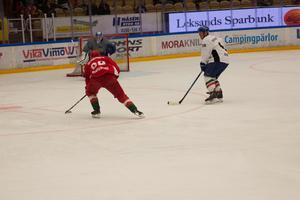 Jonas Westerling siktar på mål.