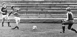 En ung Forsberg i avslutsläge ett par år in på 1980-talet, då Giffarna var nere i division III en vända.