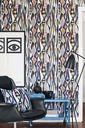 Tapet med mönster av Stig Lindberg. Boråstapeters kollektionen Wallpaper by Scandinavian Designers har mönster från 1950-talet.