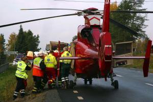 Den svårt skadade föraren hämtades med ambulanshelikopter och fördes till Östersunds sjukhus.