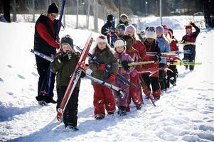 För barnen på Brännaskolan i Härnösand var torsdagens skidutflykt den första det här läsåret. Det var verkligen efterlängtat. Barnen har längtat efter det här.