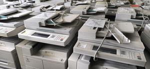 Stockholms tingsrätt ska avgöra vilket finansbolag som äger de 35 inlåsta kontorsmaskinerna i Bollnäs.
