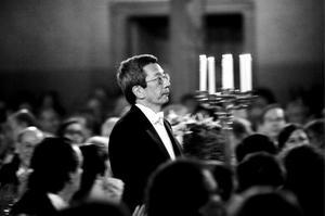 Årets Nobelpristagare i kemi Roger Y. Tsien, är ännu ett exempel på den amerikanska dominansen inom forskningen. Sedan 1992 har USA haft inte mindre än 21 Nobelprisvinnare i kemi. Dominansen gäller för övrigt inte bara kemi utan också inom ämnena fysik och medicin. Däremot var det länge sedan en amerikan fick Nobelpriset i litteratur. Foto: Henrik Montgomery / SCANPIX