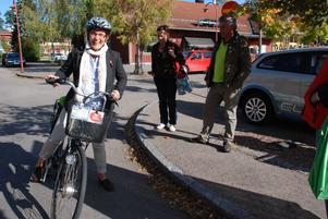 -Oj vad fort det gick, sa Birgitta Rydell som provade att cykla på elcykel för första gången.